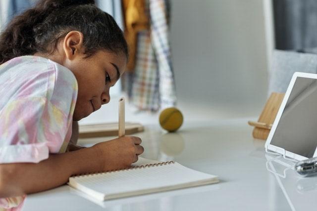 enfant-travail-devoirs-cinquième-collège