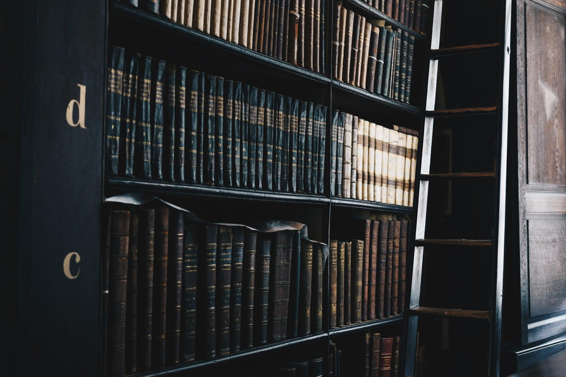 livres de philosophie dans une bibliothèque