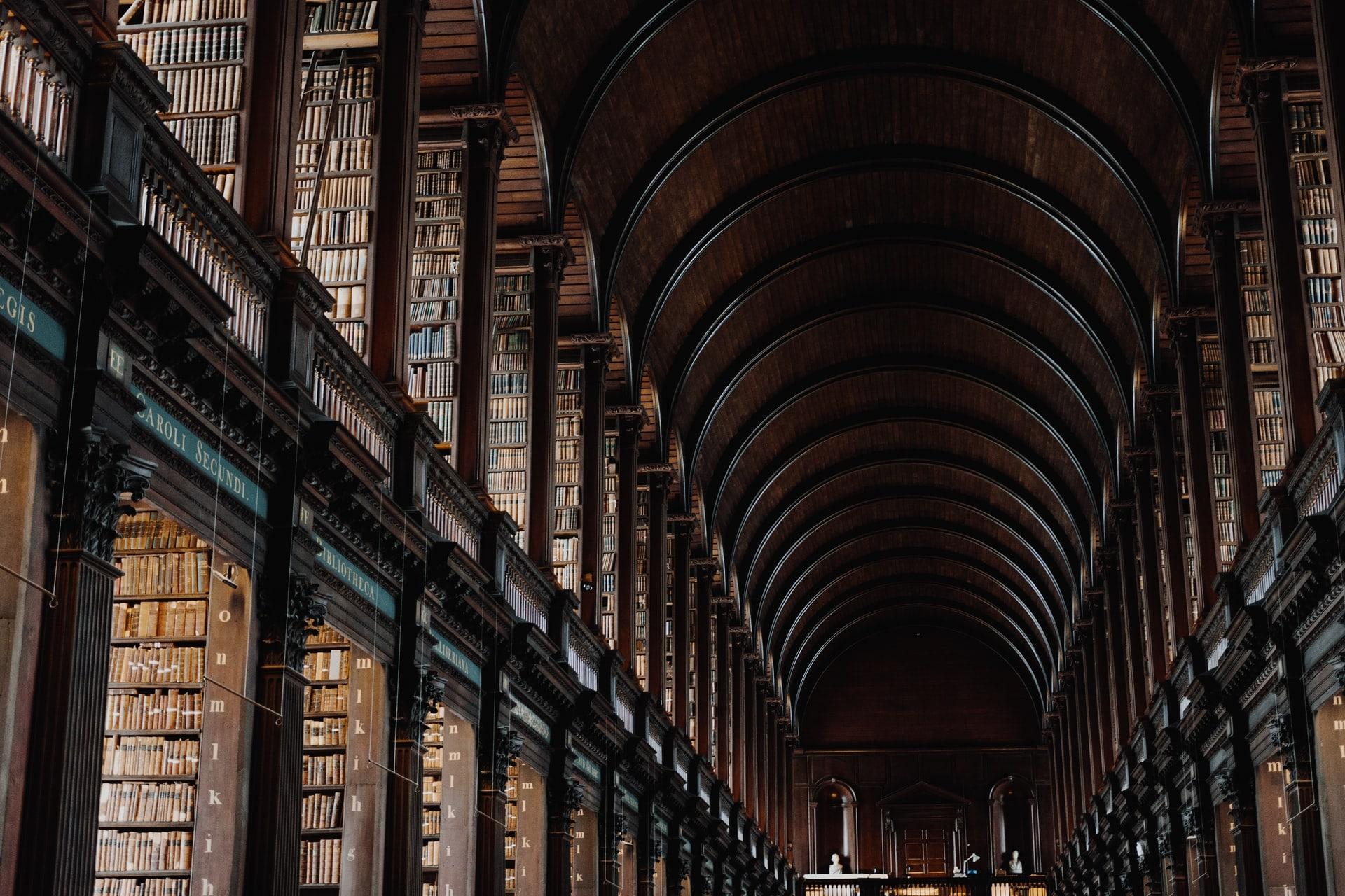 bibliothèque d'ouvrages de philosophie