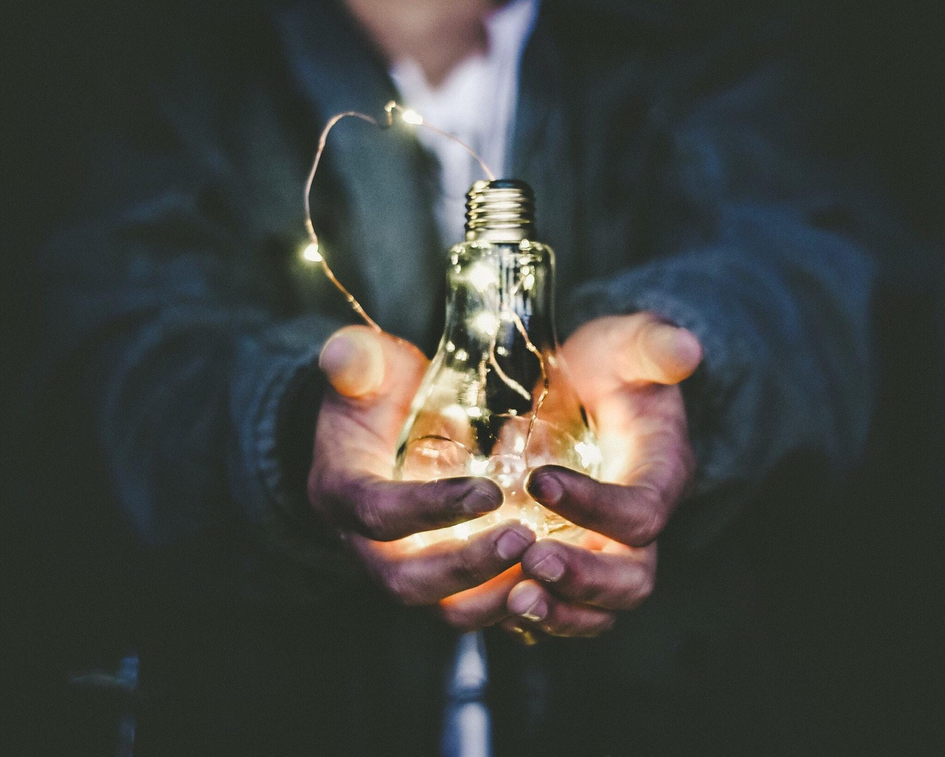 Une ampoule symbolisant le progrès des sciences