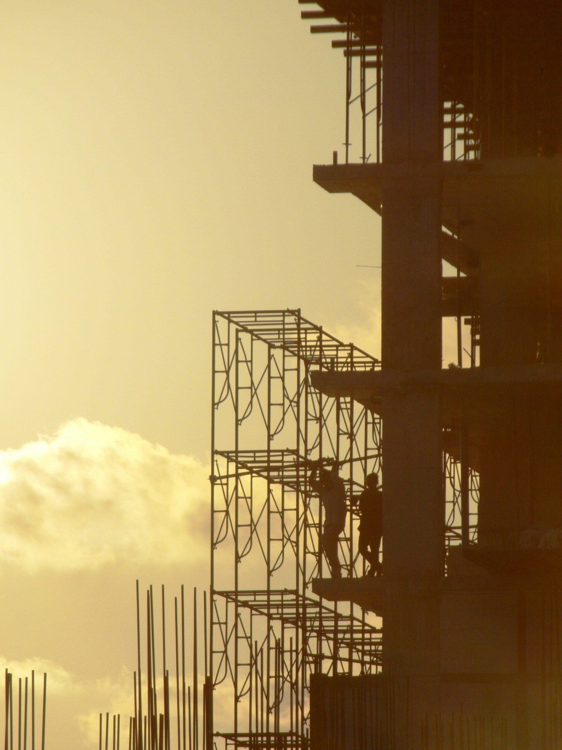 bâtiment en construction symbolisant la croissance économique