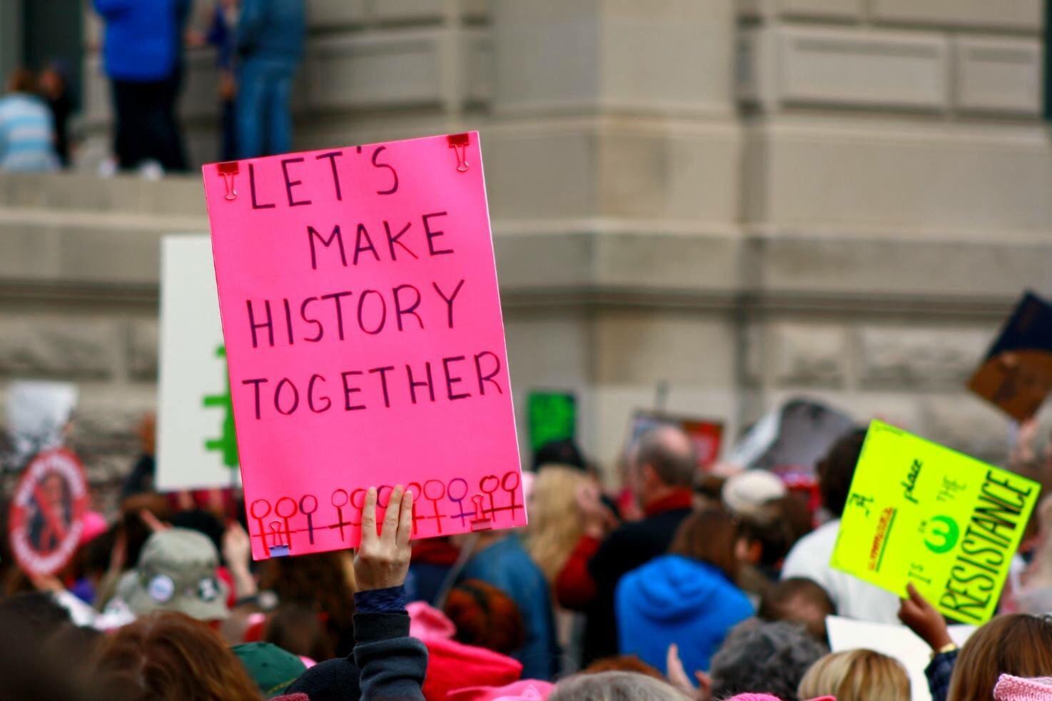 pancarte incitant à créer l'histoire