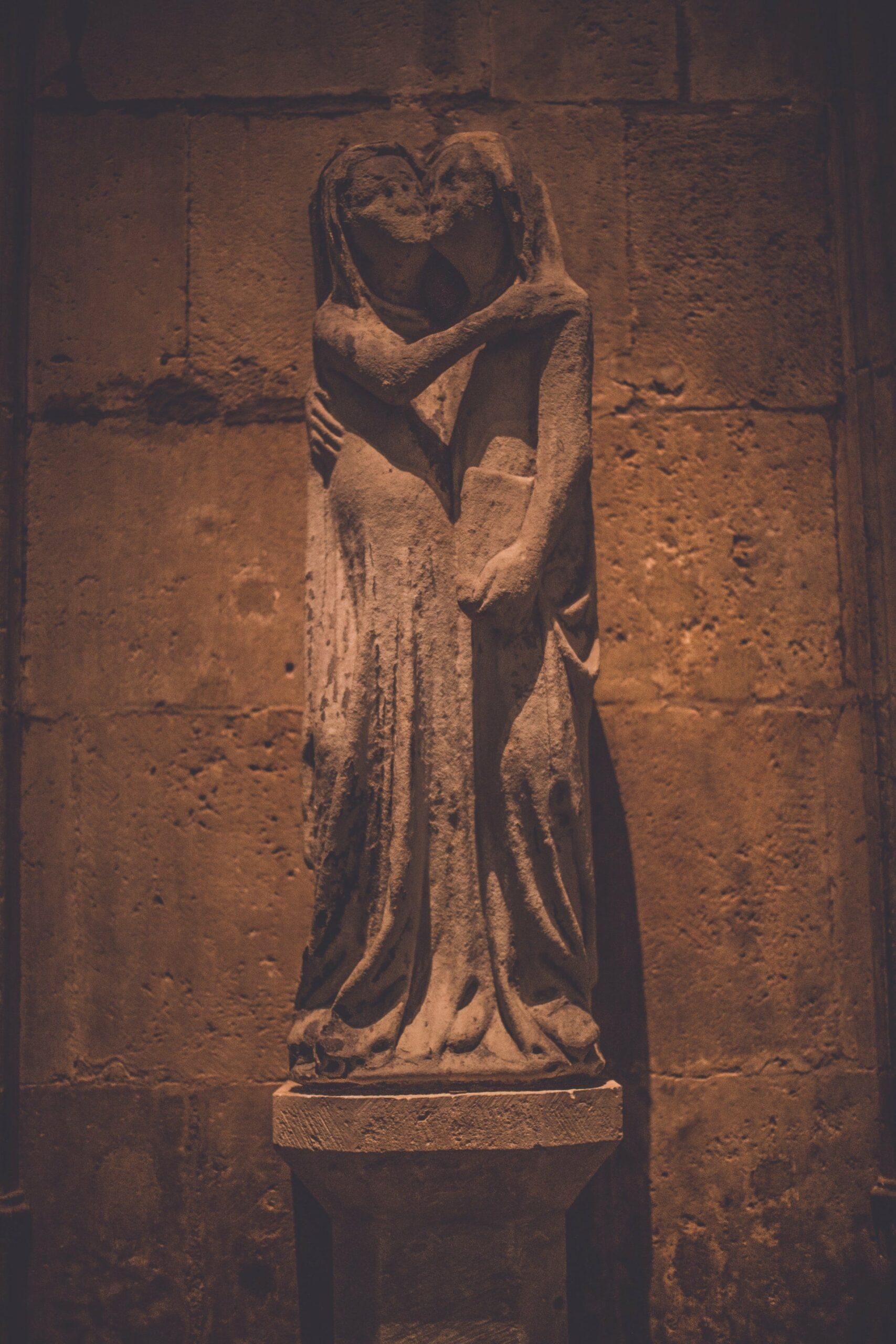 statue symbolisant l'amour et la philosophie