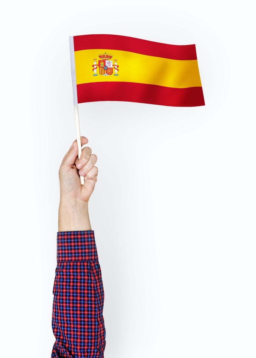 bras tendant un drapeau de l'espagne