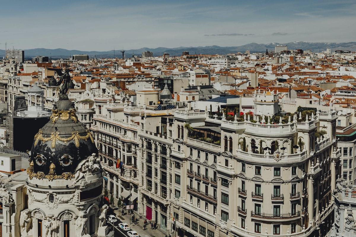 les toits de Madrid en été