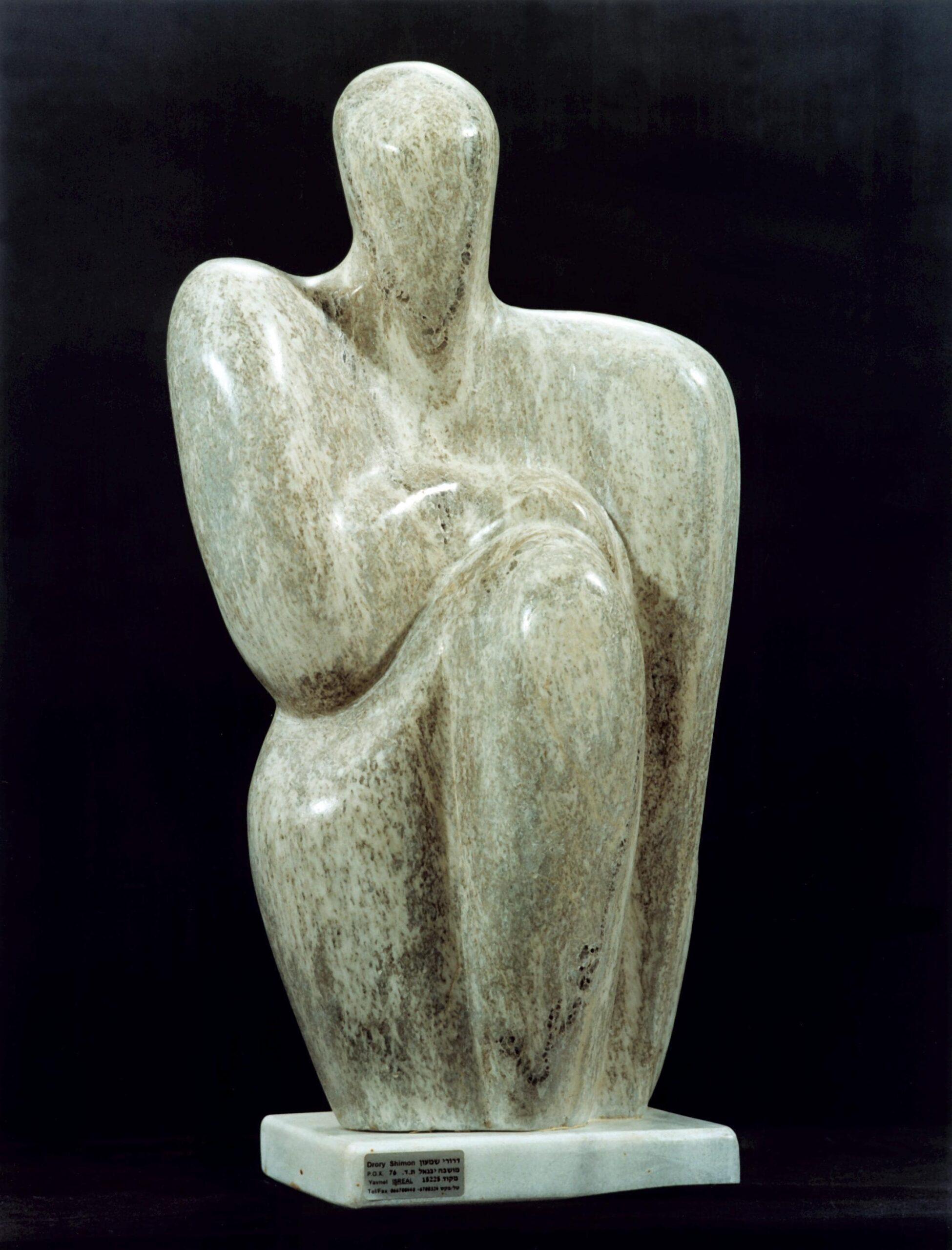 une sculpture représentant un philosophe