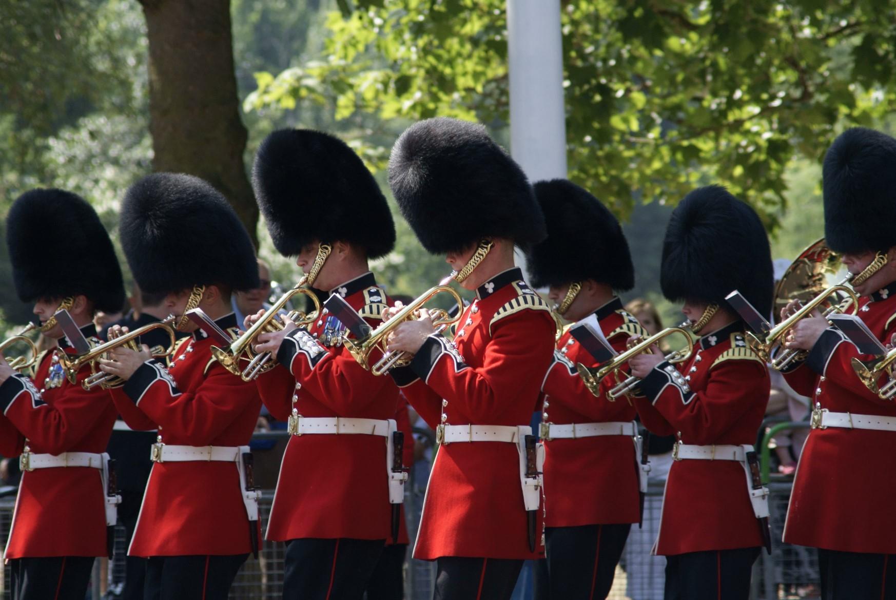 un orchestre de musiciens issus de la garde royale anglaise