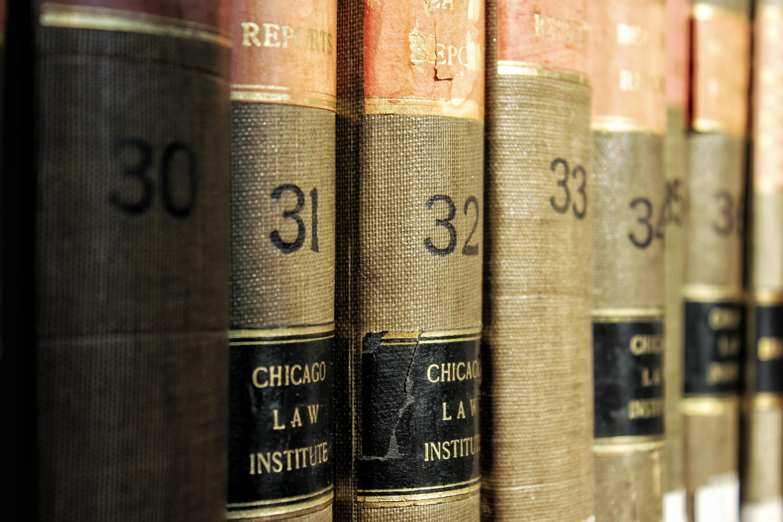 des livres anciens dans une bibliothèque française