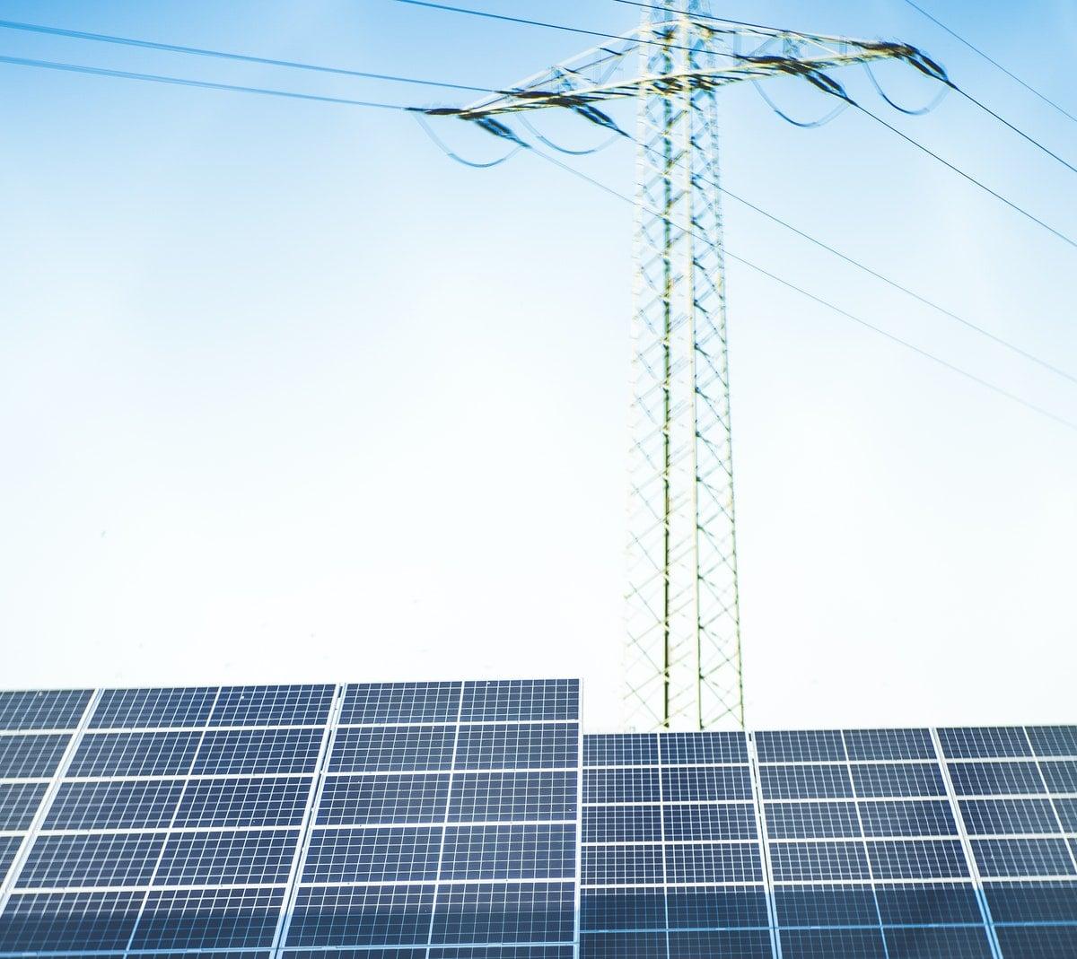 un panneau solaire dont le fonctionnement est expliqué au lycée