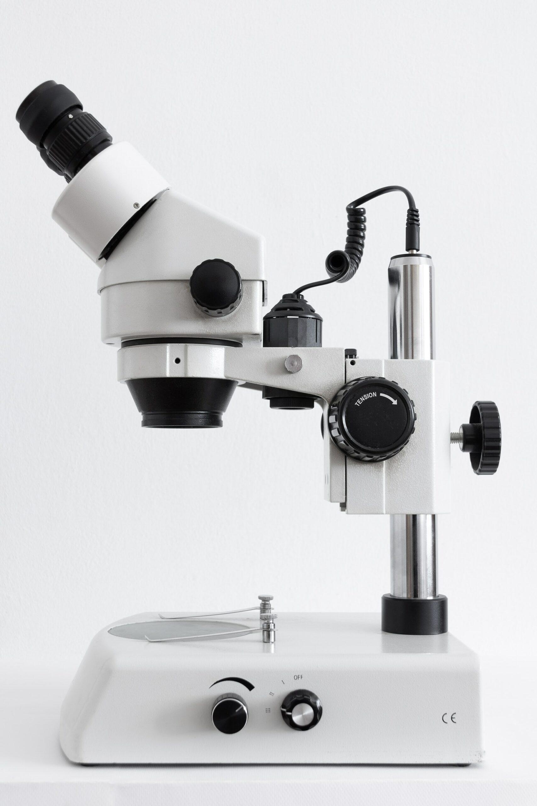 un microscope pour les tp de svt au collège et au lycée